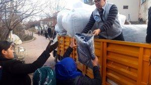Büyükşehir'in depremzedelere desteği sürüyor