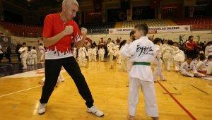 'Eyvah! Ringde Babam Var' etkinliğinde babalar çocuklarıyla ringe çıktı