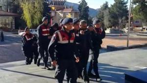 Jandarma benzin hırsızlarına yolu kapattı