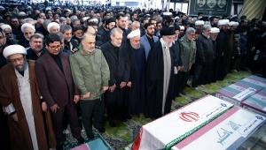 Kasım Süleymani'nin cenaze töreninde izdiham çıktı