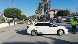 Motosiklet otomobille çarpıştı
