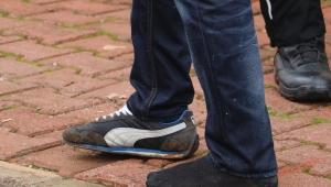 Tek ayakkabıyla kaçış kelepçeli bitti