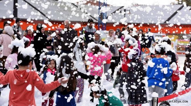 Teneffüs Park'ta çocuklara kar partisi