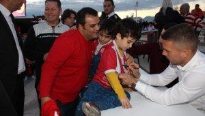 Antalyaspor'dan Podolski'ye imza günü