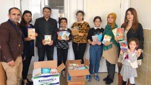 Öğrencilerden, kitabı olmayan okullara kitap bağışı