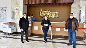 Antalya OSB Yönetimi, bölge firmalarına 50 bin adet maske dağıttı.