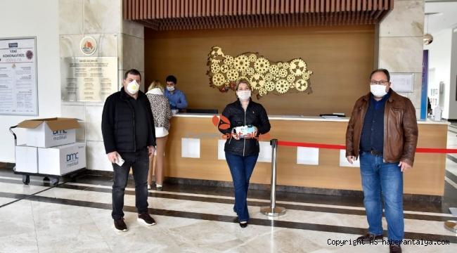 OSB Yönetimi, bölge firmalarına 50 bin adet maske dağıttı.