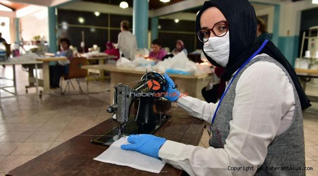 Dikiş makinesini maske üretimi için bağışladı !
