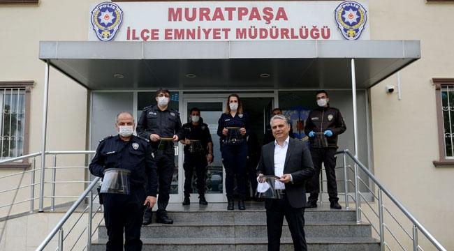 Muratpaşa'dan emniyet görevlilerine yüz maskesi