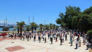 Antalya'da, camiler ve pazar alanları dolup taştı !