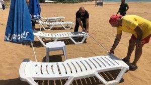 Halk plajlarında santim santim şezlong provası