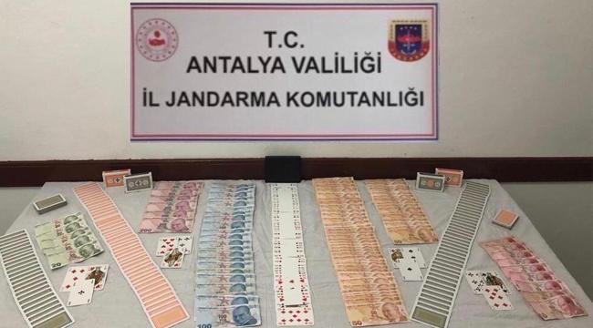 Kaş'ta kumar oynayanlara 33 bin lira ceza
