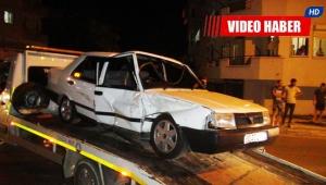 Kavşakta çarpışan araçlar bahçeye girdi: 2 yaralı