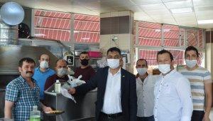 Bayram öncesi esnafa maske dağıtıldı