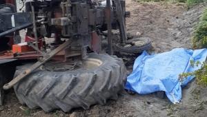 Traktör şarampole devrildi anne öldü, 2 kızı yaralandı