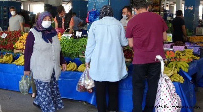 Antalya semt pazarlarında yoğunluk