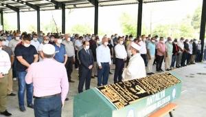 Aksu Belediye Başkanı Halil Şahin'in babası İsmail Şahin hayatını kaybetti.