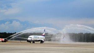 Antalya'da ilk uçağa su takı ile karşılama