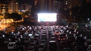 'Arabada sinema' keyfi devam ediyor