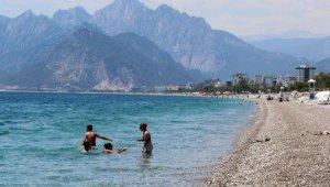 Konyaaltı Sahili, tatilcilere kaldı