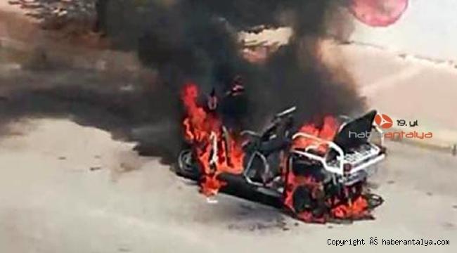 Seyir halindeki motosiklet, alev alev yandı
