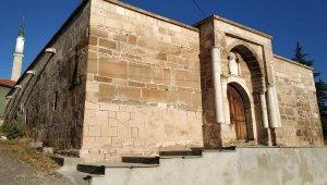 700 yıllık kervansarayda 'korsan' restorasyon !
