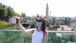 Antalya aylar sonra ilk turist kafilesini ağırladı !