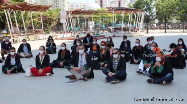 Antalya Barosu'ndan oturma eylemi