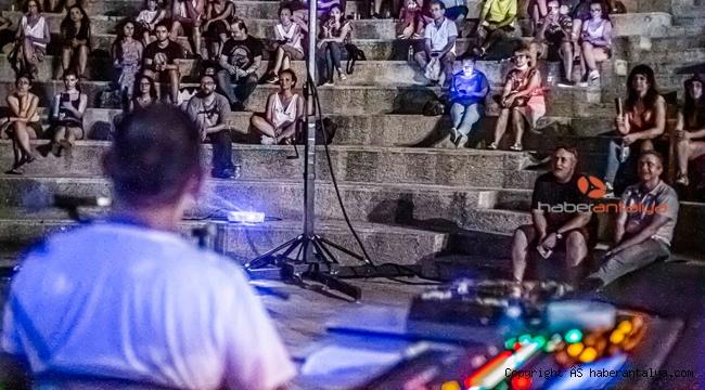 Antalya'da efsane müzik grubu Pink Floyd gecesi