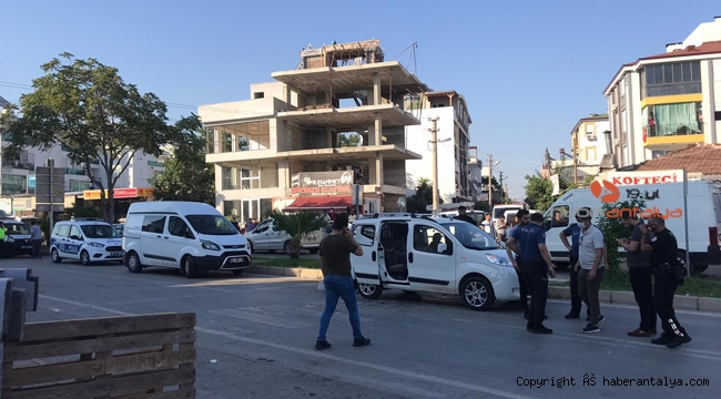 Antalya'da sokak ortasında bıçaklar, sopalar havada uçuştu; 1 ölü, 6 yaralı