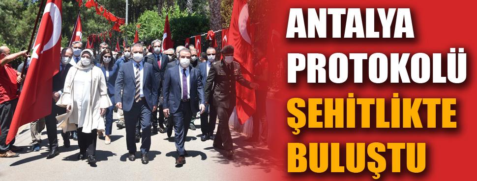 Antalya protokolü şehitlikte buluştu
