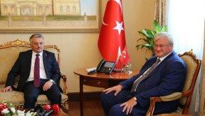 Antalya'da turist gibi tatil yapan Büyükelçi Sybiha: Güvenli turizm için her şey hazır