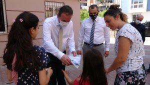 Antalyalı çocukların bayramlık kıyafetleri MHP'den