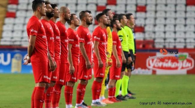 Antalyaspor, bir ilkin peşinde !