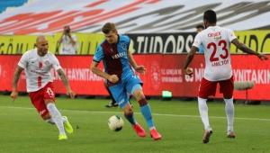 Antalyaspor Fırtınayı kesti; Trabzonspor: 2 - Antalyaspor: 2