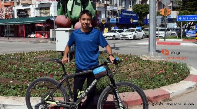 Bisikletliye 'kask' ve 'kırmızı ışık' cezası iptal edildi
