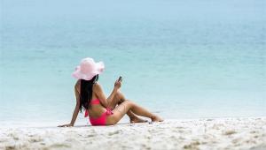 Güneşlenirken cep telefonu kullananlar dikkat !