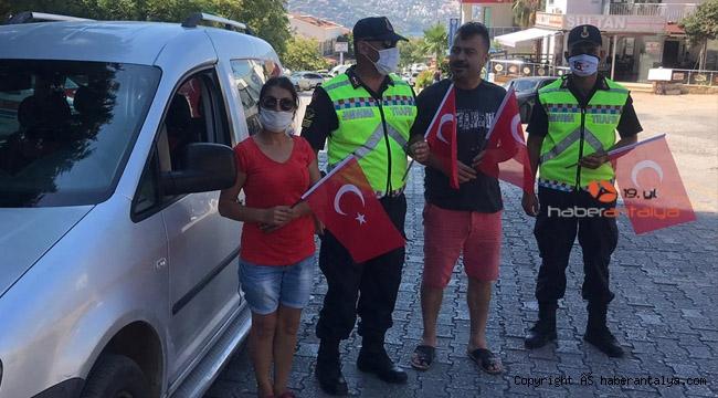 Jandarmadan tatilcilere 15 Temmuz hediyesi
