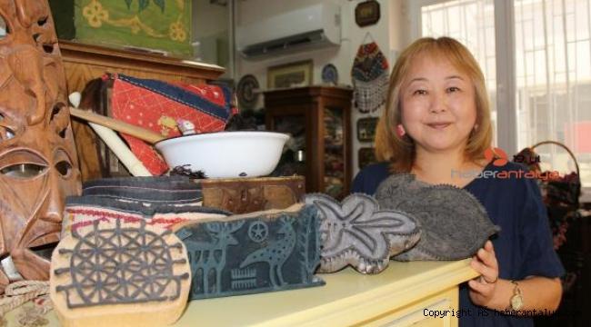 Japon kadın, Türk el sanatları koleksiyonu oluşturdu