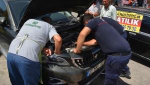 Motora sıkışan kediyi kurtarma operasyonu