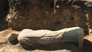 Perge'de, 1700 yıllık kadın heykeli bulundu
