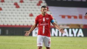 Podolski Trabzonspor karşısında yok