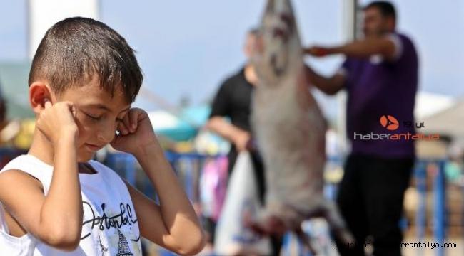 Psikoterapist Akbulut: 'Çocukların önünde kurban kesmeyin !'