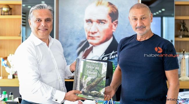 Yazar Aydemir, Başkan Uysal'ı ziyaret etti