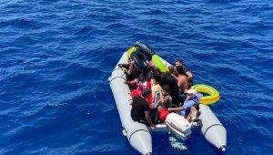 Yunanistan'ın kabul etmediği 60 göçmeni Türk ekipleri kurtardı