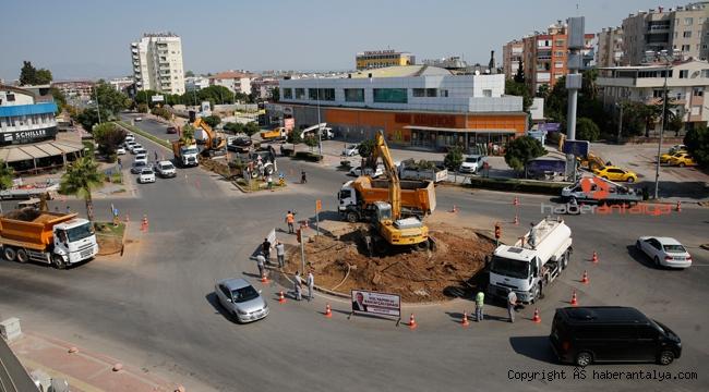 Muratpaşa'da kavşak çalışmaları yapılıyor