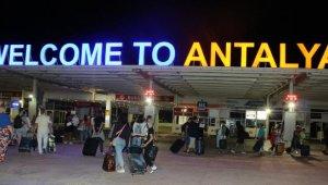 Rusya'dan Antalya'ya siftah 519 yolcuyla yapıldı