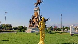 57'nci yıla özel 57 Venüs heykeli Antalya'yı süslüyor
