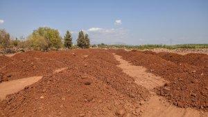 Antalya Orman Çiftliği'ne terra-rossa toprağı