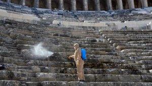 Aspendos Antik Tiyatrosu'nda korona temizliği